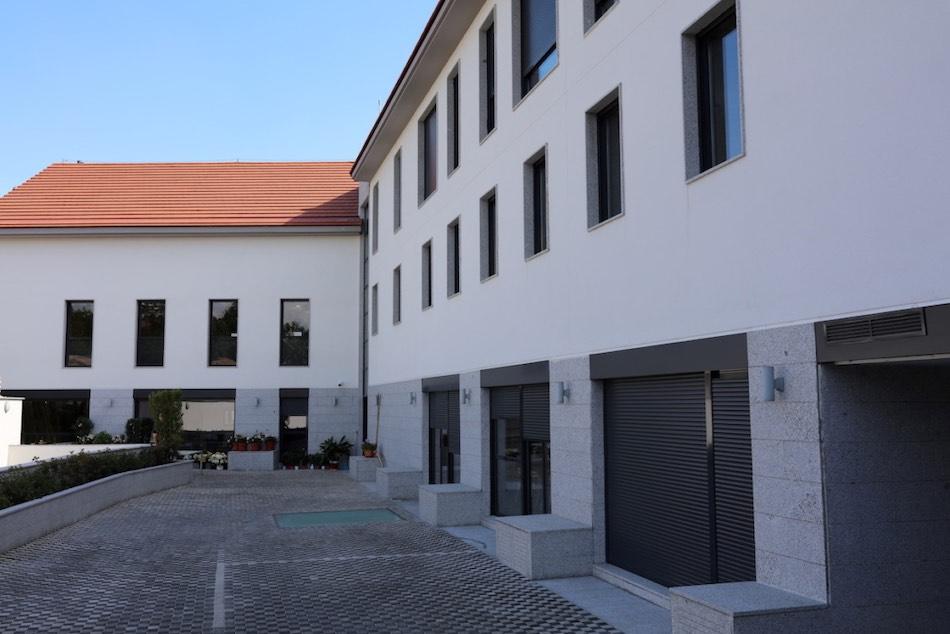 Bygga, empresa de mantenimiento de edificios y servicios integrales. Mantenimiento de espacios pavimentados exteriores.
