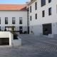 Servicios integrales y mantenimiento de edificios en Madrid. Mantenimiento de espacios pavimentados exteriores.